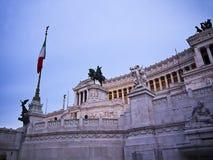 Le monument au Roi Vittorio Emanuel connu sous le nom de gâteau de mariage à Rome Italie Images libres de droits