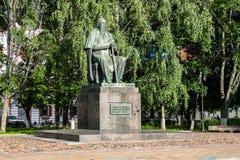 Le monument au satirique russe principal du Saltykov-Shchedrin du 19ème siècle dans la ville de Tver, Russie Images libres de droits