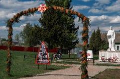 Le monument au tombé dans des soldats de la guerre mondiale 2 dans une tombe de masse dans la région de Kaluga en Russie Image stock