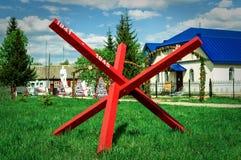 Le monument au tombé dans des soldats de la guerre mondiale 2 dans une tombe de masse dans la région de Kaluga en Russie Images stock