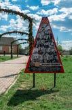 Le monument au tombé dans des soldats de la guerre mondiale 2 dans une tombe de masse dans la région de Kaluga en Russie Photographie stock libre de droits