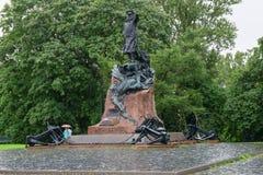 le monument au vice-amiral d'escadre russe Stepan Makarov Images libres de droits