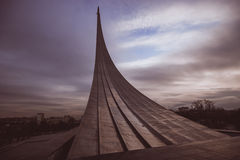 Le monument aux conquérants de l'espace. CENTRE D'EXPOSITION D'ALL-RUSSIAN. Moscou. Image stock