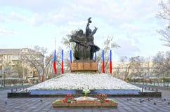Le monument aux soldat-libérateurs À la veille de la célébration du jour de la victoire dans la deuxième guerre mondiale photographie stock