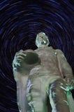 Le monument aux soldats qui sont morts dans la 2ème guerre mondiale (Russie) la nuit photographie stock