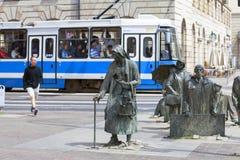 Le monument d'un passant anonyme, sculpture par Jerzy Kalina, Wroclaw, Pologne images libres de droits