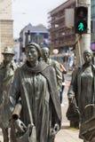 Le monument d'un passant anonyme, sculpture par Jerzy Kalina, Wroclaw, Pologne photographie stock libre de droits