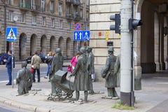 Le monument d'un passant anonyme, sculpture par Jerzy Kalina, Wroclaw, Pologne image libre de droits