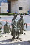Le monument d'un passant anonyme, sculpture par Jerzy Kalina, Wroclaw, Pologne images stock