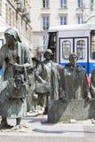 Le monument d'un passant anonyme, transition, sculptures des personnes, Wroclaw, Pologne photo stock