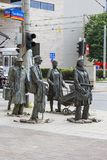 Le monument d'un passant anonyme, transition, sculptures des personnes, Wroclaw, Pologne images stock