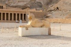 Le monument de sphinx avec le corps d'une t?te de lion et d'un pharaon photographie stock libre de droits