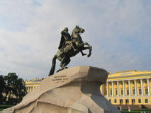 Le monument en bronze de cavalier de Peter le grand dans le St Petersbourg Photo libre de droits