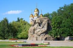 Le monument enfante la peine dans Mamaev Kurgan, Volgograd, Russie images stock