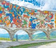 Le monument soviétique d'ère sur le passage croisé Photos stock