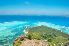 Вид с воздуха Le morne Брабанта в Mauriutius, панорамном виде на острове стоковое изображение rf