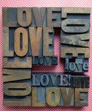 On aiment des mots sur des points de polka Images stock