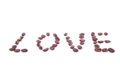 Le mot AMOUR fait de grain de café rôti sur le fond blanc Images libres de droits