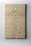 Le mot découpé en bois de la prière du ` s de seigneur sur le blanc a survécu au fond en bois Photographie stock libre de droits