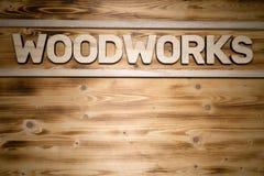 Le mot de BOISAGES a fait des lettres en bois sur le conseil en bois photographie stock