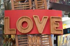 Le mot de l'amour écrit dans les lettres Images stock