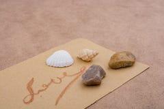Le mot de l'amour écrit dans les lettres Photos libres de droits