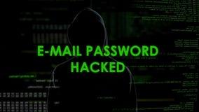Le mot de passe d'email entaillé, criminel dans le noir obtient l'accès non autorisé aux données banque de vidéos