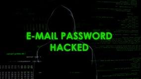 Le mot de passe d'email entaillé, criminel dans le noir obtient l'accès non autorisé aux données image libre de droits