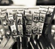 Le mot FOI avec de vieux marteaux de typriter image libre de droits