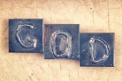 Le mot un DIEU fait à partir des lettres en métal Photo libre de droits