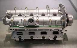 Le moteur puissant d'une voiture Conception interne de moteur Pièce de moteur de voiture photo stock