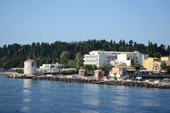 Le moulin à vent de la baie de Garitsa images libres de droits
