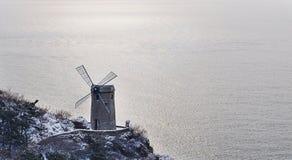 Le moulin à vent du bord de la mer photo stock