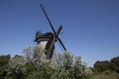 Le moulin à vent néerlandais dans le benz photos stock