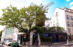 Le Moulin De losu angeles galette jest Francuskim tradycyjnym kawiarnią lokalizować w Montmartre, Paryż, Francja Obraz Royalty Free