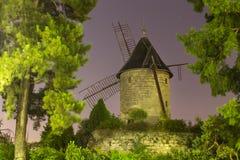Le moulin de piste de Longchamp la nuit dans le moulin de Paris Rouvray Photos stock