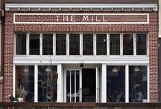Le moulin, l'endroit à aller pour le café frais vraiment bon et/ou pain cuit au four frais images libres de droits