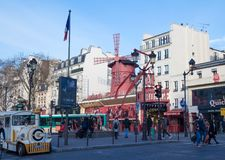 Le Moulin rouge, Paris, France C'est un cabaret célèbre construit en 1889, plaçant au quartier chaud de Paris de Photo libre de droits