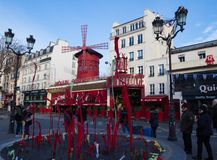Le Moulin rouge, Paris, France C'est un cabaret célèbre construit en 1889, plaçant au quartier chaud de Paris de Images stock