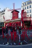 Le Moulin rouge, Paris, France C'est un cabaret célèbre construit en 1889, plaçant au quartier chaud de Paris de Photos stock