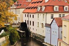 Le moulin sur le -diable de fleuve à Prague. Photographie stock libre de droits