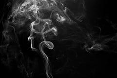 Le mouvement de la fumée avec le fond est foncé Images libres de droits