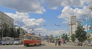 Le mouvement de route à Iekaterinbourg, Russie Photographie stock libre de droits