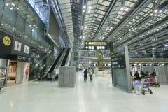 Le mouvement des touristes à l'intérieur de l'aéroport de Suvarnabhumi L'aéroport de Suvarnabhumi est l'un de deux aéroports inte Photographie stock