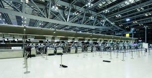 Le mouvement des touristes à l'intérieur de l'aéroport de Suvarnabhumi L'aéroport de Suvarnabhumi est l'un de deux aéroports inte Image stock