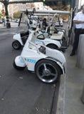Le mouvement garé de T3 de NYPD électrique tiennent des véhicules dans le Bronx Photos stock