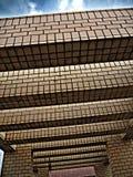 Le mur à l'arrière-plan de ciel Photographie stock
