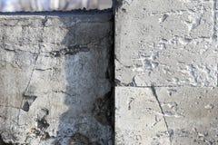 Le mur détruit, fond, abstraction, texture de béton Image libre de droits