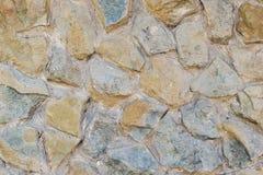 Le mur de fond des grandes belles pierres s'est étendu sur le mortier Photo stock