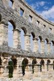 Le mur de l'amphithéâtre romain dans le Pula photo libre de droits